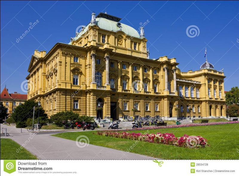 Le Théâtre national croate, inauguré en 1885 par l'empereur d'Autriche-Hongrie, François-Joseph 1er d'Autriche, a accueilli de grands artistes : Franz Liszt, Sarah Bernhardt, Vivien Leigh, Gérard Philippe et beaucoup d'autres. Vous pouvez l'admirer à...