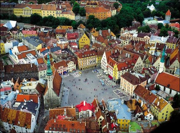 Située sur la côte du golfe de Finlande, la capitale de l'Estonie abrite des merveilles dont celle-ci : l'hôtel de ville de style gothique, unique en Europe, situé au cœur de la ville médiévale.