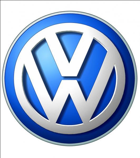 Qui est le constructeur représenté par ce logo ?