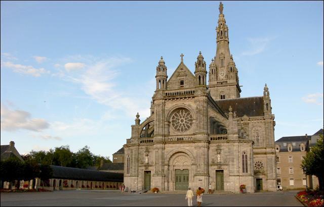 Principal lieu de pèlerinage depuis 1625, cette paroisse bretonne fut érigée en commune en 1950. Chaque année, le 26 juillet, vous pouvez assister au pardon de..., dans le Morbihan.