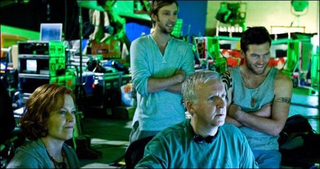 """Vous l'avez vu dans """"Avatar"""", dans """"Bones"""", """"Docteur House"""", et j'en passe, il est debout au milieu, Joel Moore est le fils du réalisateur Michael Moore !"""