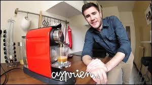 Comment s'appelle la vidéo où il parle du café ?