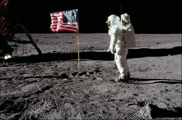 Sur la Lune, l'empreinte des pas de Neil Amstrong est encore visible.