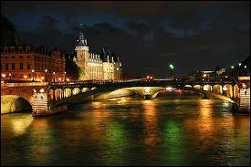 Les Parisiens boivent l'eau de la Seine.