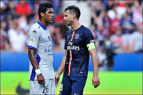 Le 16 août le PSG reçoit Bastia, le club de la capitale s'impose 2-0 mais un fait marquant se produira dans le couloir des vestiaires à la fin du match. Qui asséna un coup de tête à Thiago Motta ?
