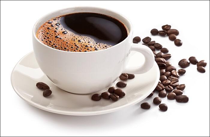"""Ah le café ! Cette délicieuse boisson chaude nous accompagne chaque matin pour beaucoup d'entre nous. Pour les amateurs de café, vous avez sûrement déjà tous entendu """"Arrête, c'est mauvais pour la santé ! """" Est-ce vrai ?"""