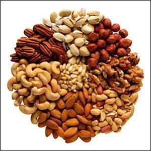 Les fruits secs comme les noix, les noisettes, les amandes, etc. sont très riches en :