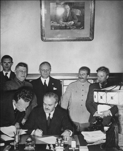 """En quelle année la pacte """"Ribbentrop-Molotov"""" (pacte de non-agression entre l'Allemagne nazie et l'URSS) a-t-il été signé ?"""