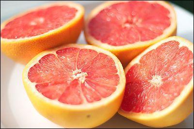 """Nommés commercialement """"agrumes"""", ces fruits proviennent d'espèces différentes du genre Citrus. Quel est le nom de celui que nous consommons couramment, fruit de """"Citrus x paradisi"""" ? (En photo ! )"""