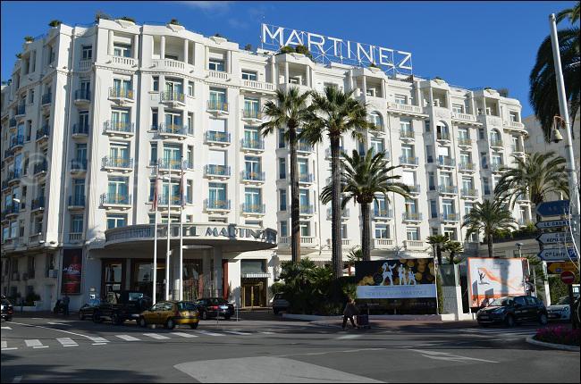 """Dans quelle ville de la Côte d'Azur peut-on admirer le palace """"Le Martinez"""" dont le propriétaire fut condamné par contumace à vingt ans de travaux forcés pour """"collaboration avec l'ennemi"""", puis innocenté en 1949 ?"""