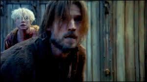 Jaime Lannister sauve Brienne de Torth...
