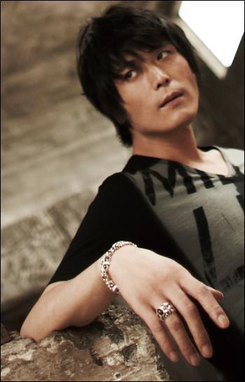 Hiroki Takahashi est l'un des seiyû principaux d'Hetalia. Sauriez-vous dire quelle voix il fait ?