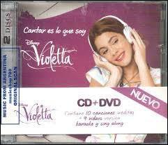 """Ce DVD de """"Violetta"""" comporte :"""