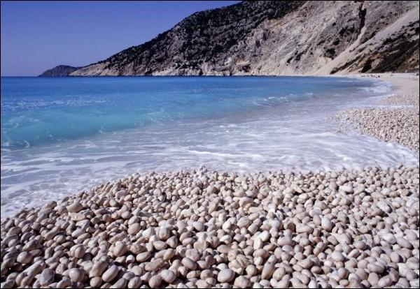 C'est une jolie plage de sable fin.