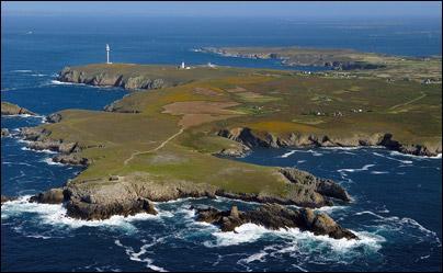 Comment s'appelle l' île la plus à l'ouest de Bretagne ?