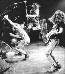 """Anglais - Le grunge est un genre musical apparu au milieu des années 80 dans la région de Seattle mais que signifie le mot """"grunge"""" ?"""
