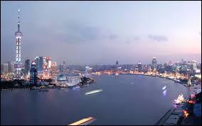 Depuis 2010, ce port détient la place de leader mondial du trafic maritime. Il est situé en Asie, plus précisément dans la ville de :