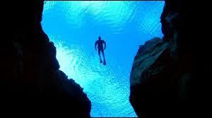 Ce terme désigne les grandes profondeurs marines, se trouvant au-delà des mille mètres. Ce sont les ...