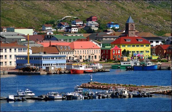 L'archipel français Saint-Pierre-et-Miquelon, dernier vestige de la Nouvelle-France, aujourd'hui collectivité d'outre-mer, est baigné par...