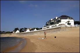 Je suis une commune de l'Ouest de la France se trouvant à côté du Croisic et le Pouliguen. Quelle est cette ville ?