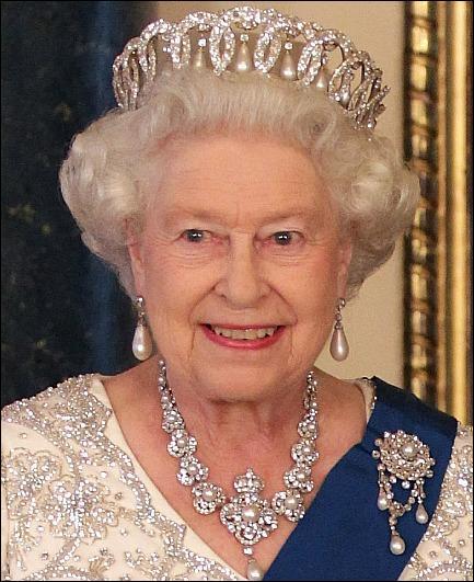 La Reine Elizabeth II d'Angleterre accéda au trône en 1952, nous sommes en 2015, il y a donc 63 ans, quel roi de France régna plus longtemps qu'elle ?