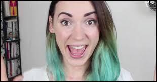 La fille la plus folle de YouTube ! Elle vient de publier son premier livre qui se prend pour un magazine. Je parle bien sûr de :