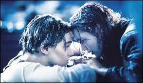 Un premier film, dramatique, touchant, et malheureusement tiré d'une histoire vraie... Rose et Jack en sont les personnages principaux. Je parle bien sûr du film :