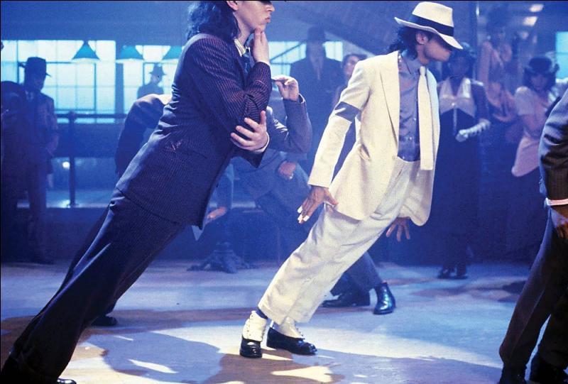 Comment s'appelle le pas de danse révolutionnaire de Michael qui consiste à se pencher en avant ?