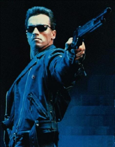 """Il paraît qu'Arnold Schwarzenegger ne dit que 700 mots dans """"Le Jugement dernier"""" ! Retrouvez la phrase qu'il ne dit pas dans la saga Terminator :"""