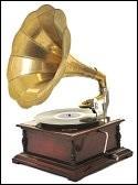 Le gramophone est l'un des premiers objets inventés pour écouter de la musique.