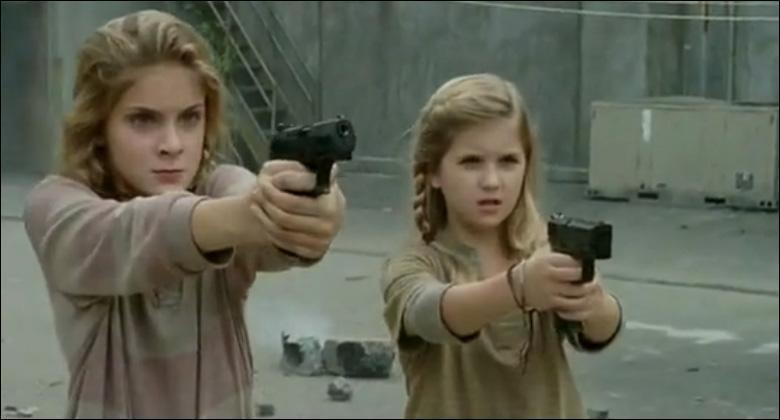 A la prison , après la mort de leur père, Lizzy et Mika sont recueillies par ?