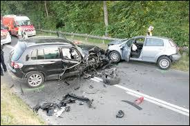 Lors d'un accident de la circulation, quelle doit être la première action effectuée par le secouriste ?