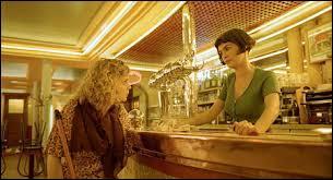 """Comment s'appelle le café où Amélie est serveuse dans le film """"Le Fabuleux Destin d'Amélie Poulain"""" ?"""