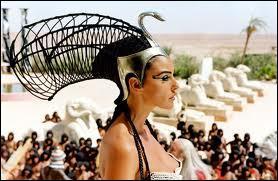 """Quelle actrice joue le rôle de Cléopâtre dans le film """"Astérix et Obélix : Mission Cléopâtre"""" ?"""