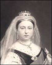 La reine Victoria succéda à William IV (Guillaume IV) sur le trône du Royaume-Uni de Grande-Bretagne et d'Irlande pendant 63 ans.