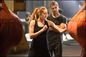 Contre qui Tris ne gagne-t-elle pas au combat ou contre qui ne se bat-elle pas ?