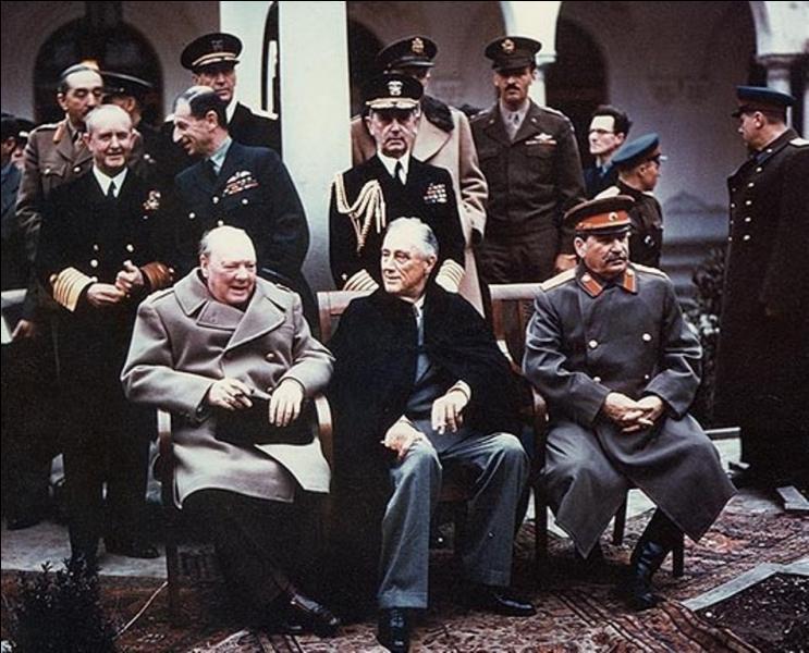 En février, les trois grands dirigeants des Alliés décident du partage des territoires en prévision de la fin de la guerre. Qui sont-ils ?