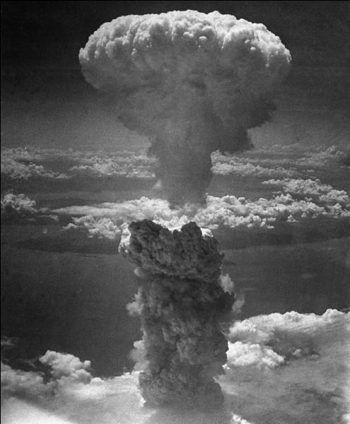 En Extrême-Orient, la guerre continue. Le Japon subit deux bombardements atomiques. Quelles villes sont touchées ?