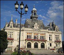 Quel chef de l'État français est présenté devant la Haute Cour de justice et condamné à mort pour collaboration avec l'Allemagne ?