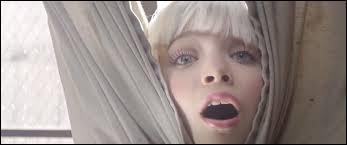 Maddie a tourné dans un clip d'une chanteuse très connue. Comment s'appelle-t-elle ?
