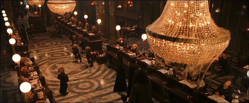 C'est en 1995 que Bill Weasley et Fleur Delacour se sont rencontrés sur leur lieu de travail avant de finalement se fiancer. Où les futurs mariés travaillaient-ils donc à l'époque ?
