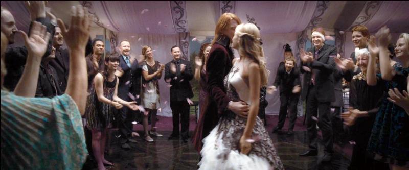 """Les préparations du mariage ont commencé dans un certain stress compte tenu du dénouement dans """"Harry Potter et le Prince de Sang-Mêlé"""". Quelle est l'une des nombreuses sources de tension ?"""