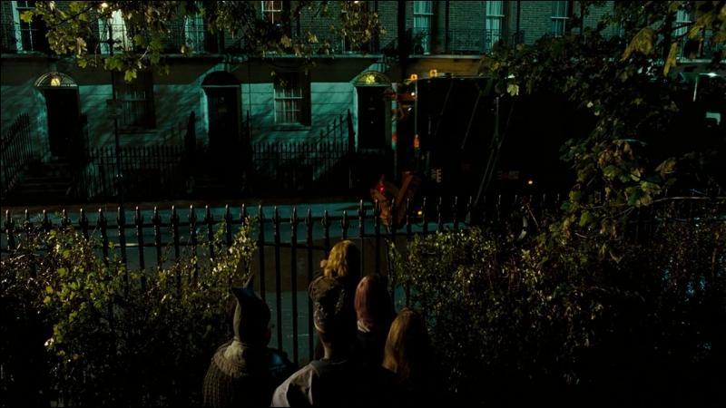 Hermione Granger lance le sort Oubliettes sur Antonin Dolohov et elle décide de transplaner à nouveau avec Harry Potter et Ron Weasley. Vers quelle direction le trio se rend-il ?