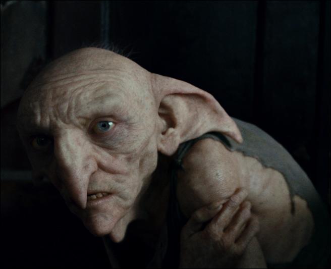 Sur place, Harry Potter et ses amis trouvent l'elfe de maison Kreattur et apprennent qu'il avait essayé, avec son maître Regulus Arcturus Black, de détruire le médaillon de Salazar Serpentard. Où se trouvait le médaillon au départ ?