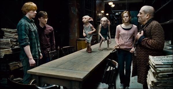 Kreattur apprend également aux trois amis que le véritable médaillon qu'il avait récupéré a été volé par Mondingus Fletcher. Que décide de faire alors Harry Potter et ses amis ?