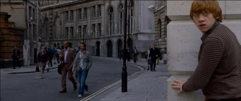 Harry Potter, Ron Weasley et Hermione Granger décident donc d'infiltrer le Ministère de la Magie pour récupérer cet horcruxe bien que les Mangemorts le contrôle. Quelle est la date de l'infiltration ?