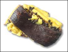Quel est ce petit pain rempli de crème pâtissière et garni de pépites de chocolats ?