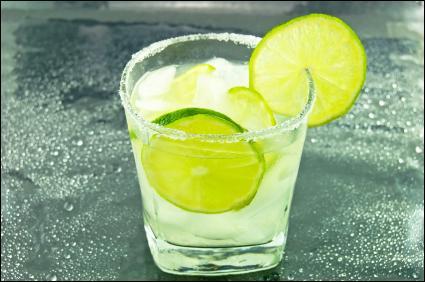 Qu'additionne-t-on au gin pour boire un gin fizz ?
