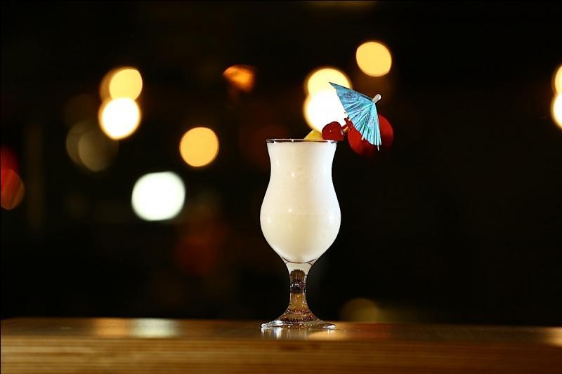 Quel jus de fruit additionnerez-vous à votre rhum blanc et à la crème de coco pour savourer une piña colada ?
