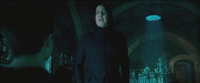 """""""Il semble qu'il existe une connexion entre votre esprit et celui du Seigneur des Ténèbres. Le Seigneur des Ténèbres a-t-il connaissance d'une telle connexion ? Nous ne pouvons l'affirmer.""""""""Cela veut dire que, s'il en a conscience, il peut entrer dans mon esprit.""""""""Y entrer, le contrôler, le détraquer."""""""
